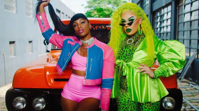 Iza e Gloria Groove são fugitivas no clipe 'YoYo'