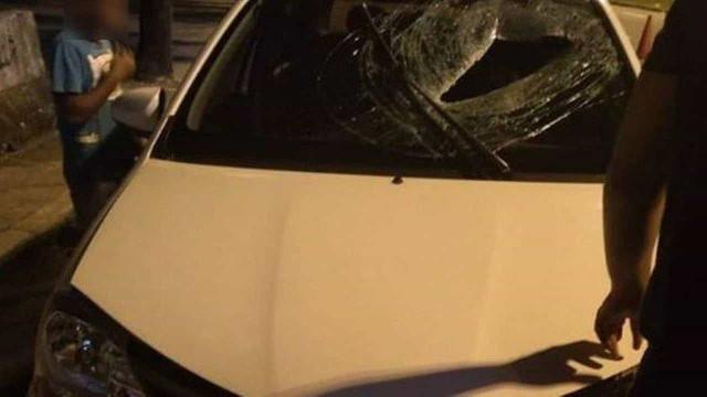 Motorista de aplicativo morre atingido por bloco arremessado de ponte