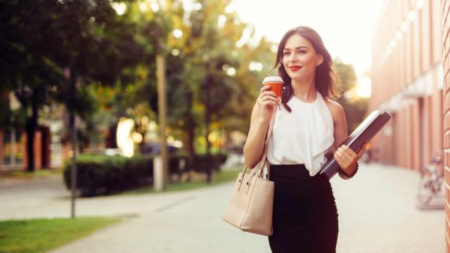 Passa o dia sentado? Quatro dicas para perder peso enquanto trabalha