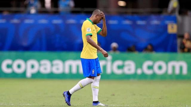 Com dores, Fernandinho deve ser desfalque na seleção contra o Peru
