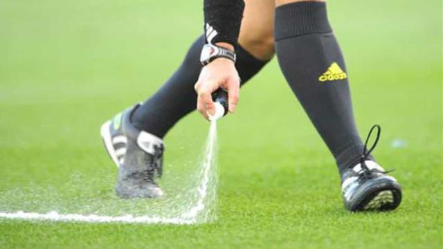 Uso do spray no futebol causa ação na Justiça contra a Fifa