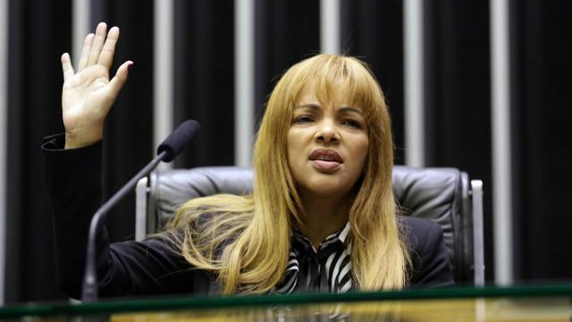 Justiça mantém presos em carceragem de delegacia filhos de Flordelis