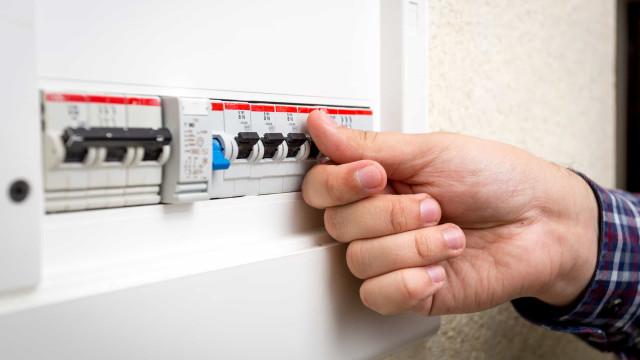 Saiba como cuidar das instalações elétricas da sua casa e evite riscos