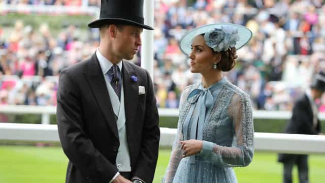 William e Kate Middleton andam em carros diferentes