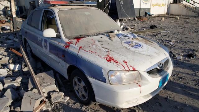 Bombardeio contra migrantes deixa ao menos 40 mortos na Líbia