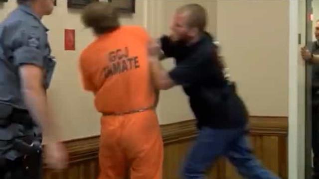Homem que matou filho de três meses é agredido no tribunal