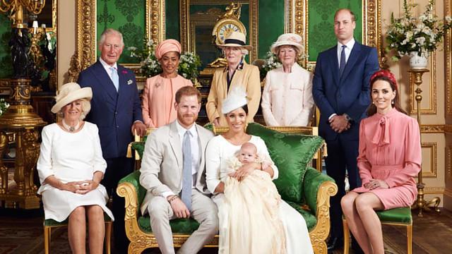 Meghan e príncipe Harry batizam filho em cerimônia discreta