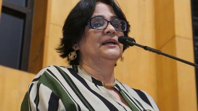 Damares defende Eduardo embaixador: 'Um dos mais capacitados'