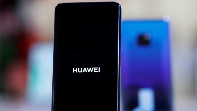 Huawei continuará na 'lista negra' dos EUA