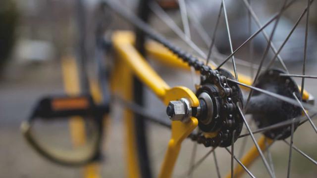 Uso de bike cresce, mas máscara é raridade