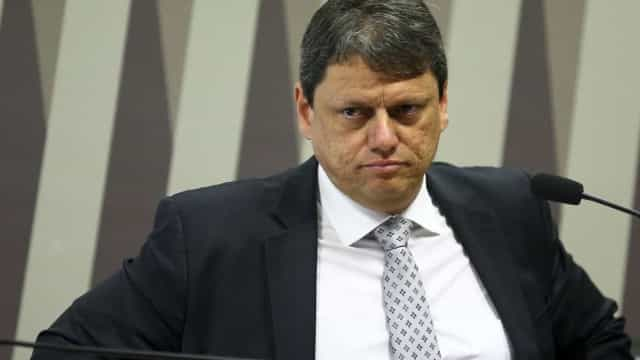Ministro diz que há aéreas low cost interessadas em entrar no País