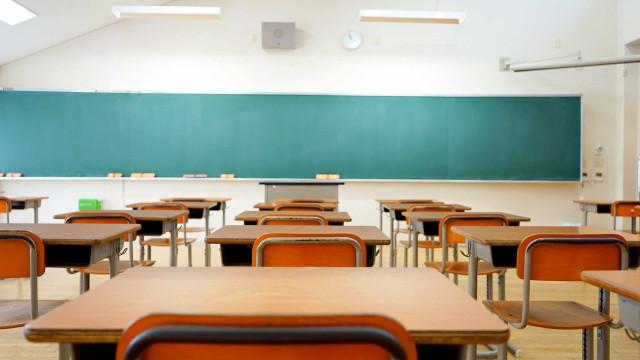 OMS: Países que reabriram escolas relataram surtos da covid-19 nelas