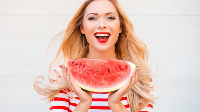 Seis benefícios de comer melancia todos os dias