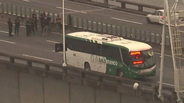 Sequestrador é morto por atirador de elite na Ponte Rio-Niterói