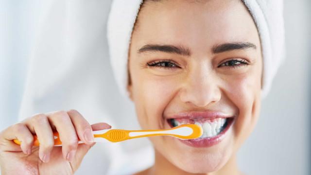 Saiba como prolongar a 'vida' da sua escova de dente