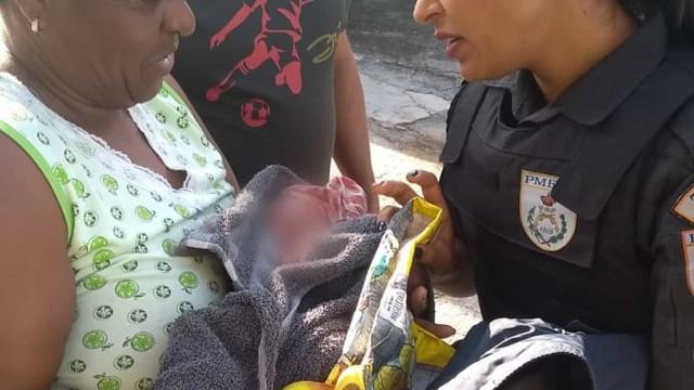 Recém-nascido achado abandonado debaixo de um carro
