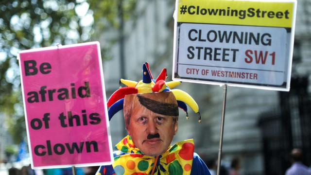 Suspensão do Parlamento gera protestos no Reino Unido