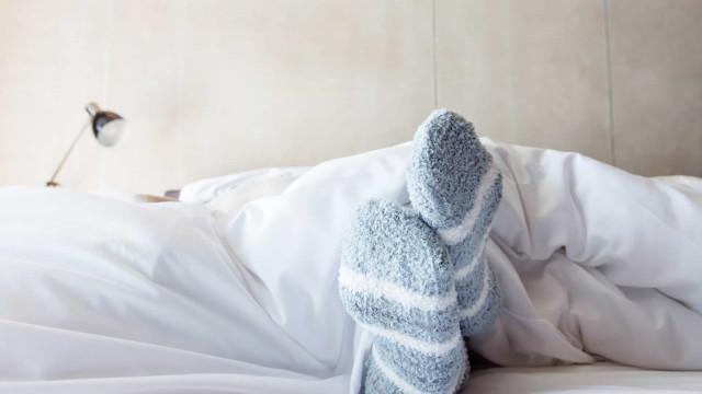 3 sinais de que você está com a Síndrome das Pernas Inquietas