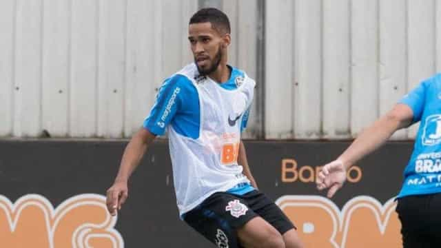 Everaldo vira baixa e aumenta lista de problemas do Corinthians