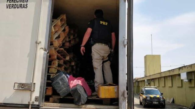 Motorista de caminhão é preso com 1 tonelada de maconha no Paraná