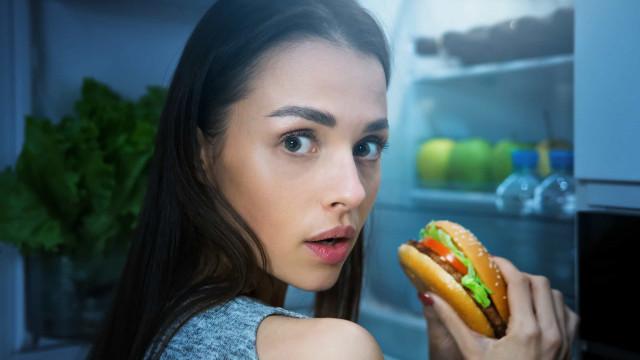 Cinco alimentos que nunca deve comer quando está com fome