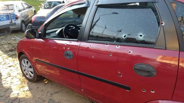 Casal e criança de seis anos mortos com cerca de 50 tiros