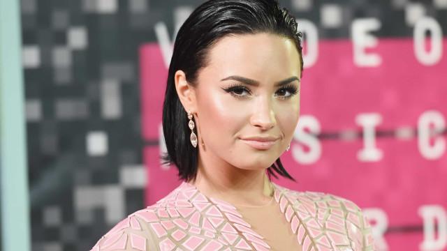 Em documentário, Demi Lovato fala sobre sua vida antes e depois de overdose