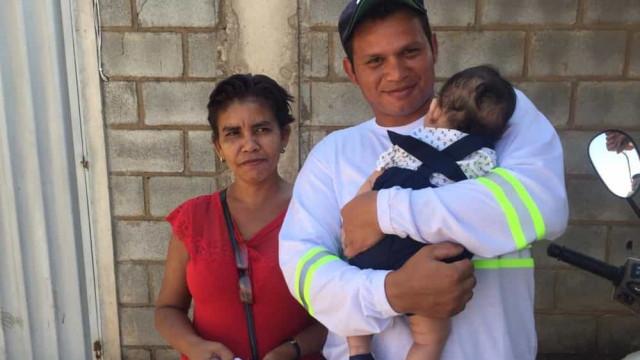 Bebê levado de maternidade é devolvido aos pais