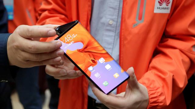 Smartphone dobrável da Huawei será lançado em outubro