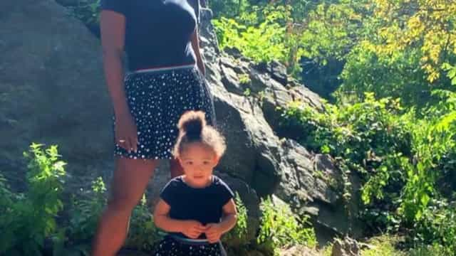 Serena Williams e filha destacam-se com look igual