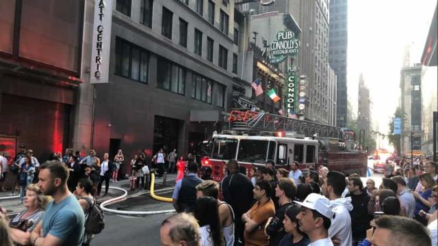 Incêndio deflagrou em prédio da Times Square e fez três feridos