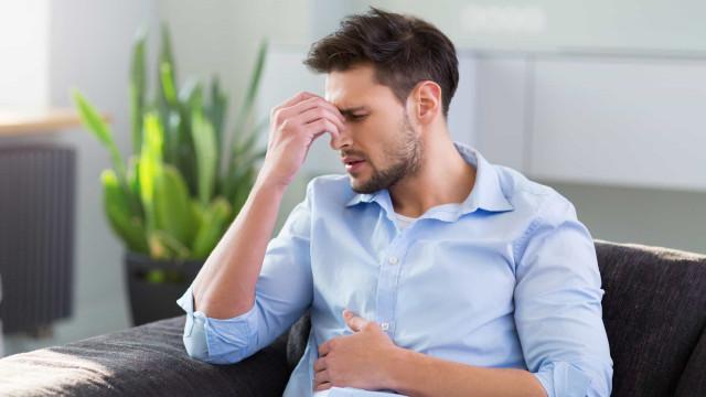 Cólicas e fadiga: 18 sinais que o corpo dá quando precisa de um detox