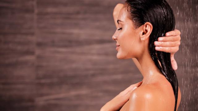Lavar o cabelo com água fria, quente ou morna? O que é melhor?