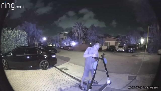 Homem é preso após cortar freios de patinetes elétricas nos EUA