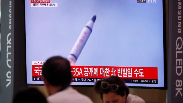 Coreia do Norte testa míssil lançado de submarino