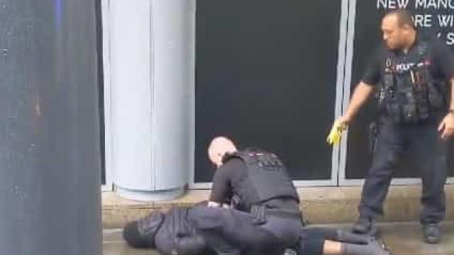 Suposto ataque com faca deixa 4 feridos em shopping na Inglaterra