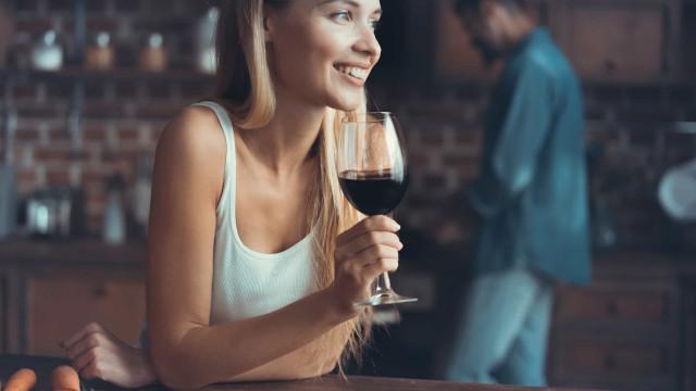 Ficar corado quando se bebe álcool não é bom sinal, a ciência explica