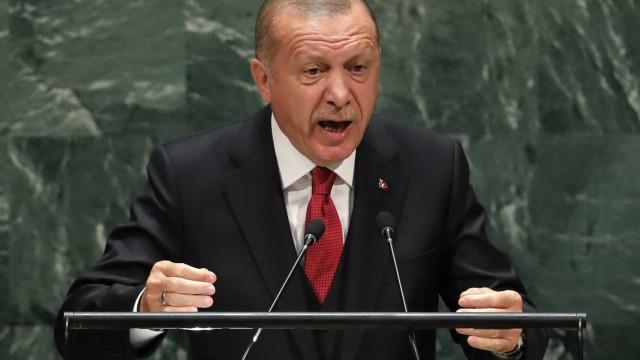 """Síria: Presidente turco insiste em controlar """"zona segura"""" na fronteira"""
