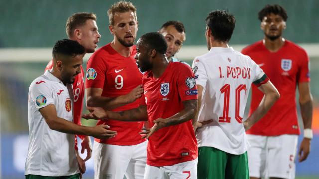 Inglaterra e Bulgária é marcado por abusos raciais de torcedores