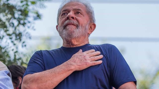 """""""Bolsonaro está dando autorização para vender Brasil"""", dispara Lula"""