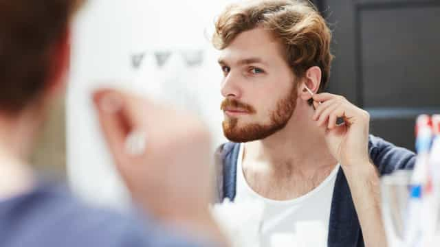 Afinal, qual é a maneira correta de limpar os ouvidos?