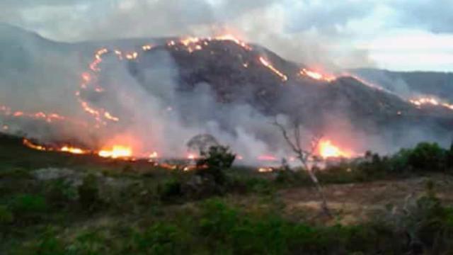Incêndio de grandes proporções atinge Chapada da Diamantina, na Bahia