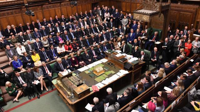 Governo britânico sofre nova derrota e mantém impasse no Brexit