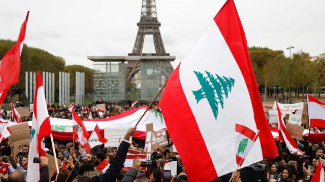 Manifestantes formam cordão humano com 170 quilometros no Líbano