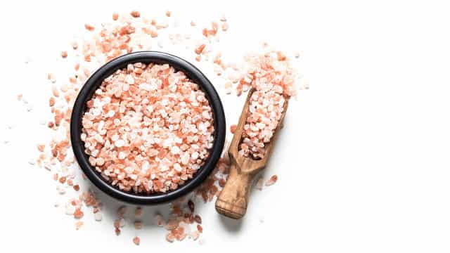 Brasileiro consome quase o dobro de sal recomendado pela OMS