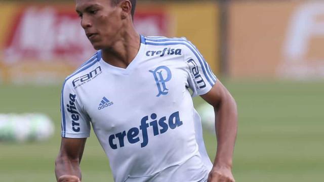 Gabriel Verón participa de jogo-treino no Palmeiras, mas volta ainda vai demorar