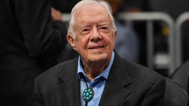 Jimmy Carter foi operado e se recupera bem