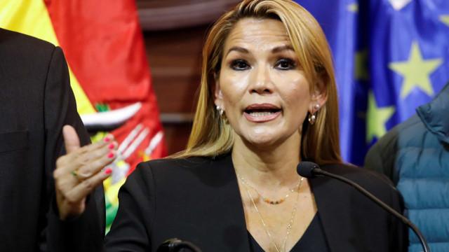 Presidente interina da Bolívia, Jeanine Añez diz que tem Covid-19