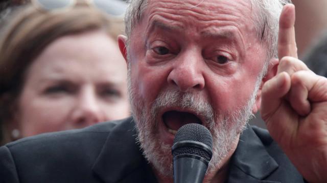 Lula pede a juiz adiamento de interrogatório para visitar Papa