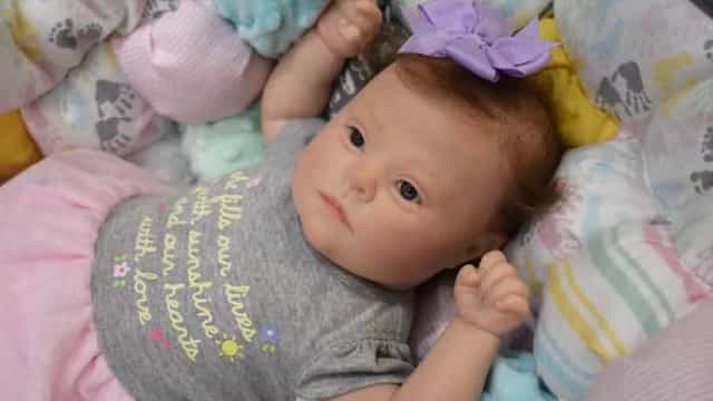 Mulher cria bonecas 'realistas' com Síndrome de Down